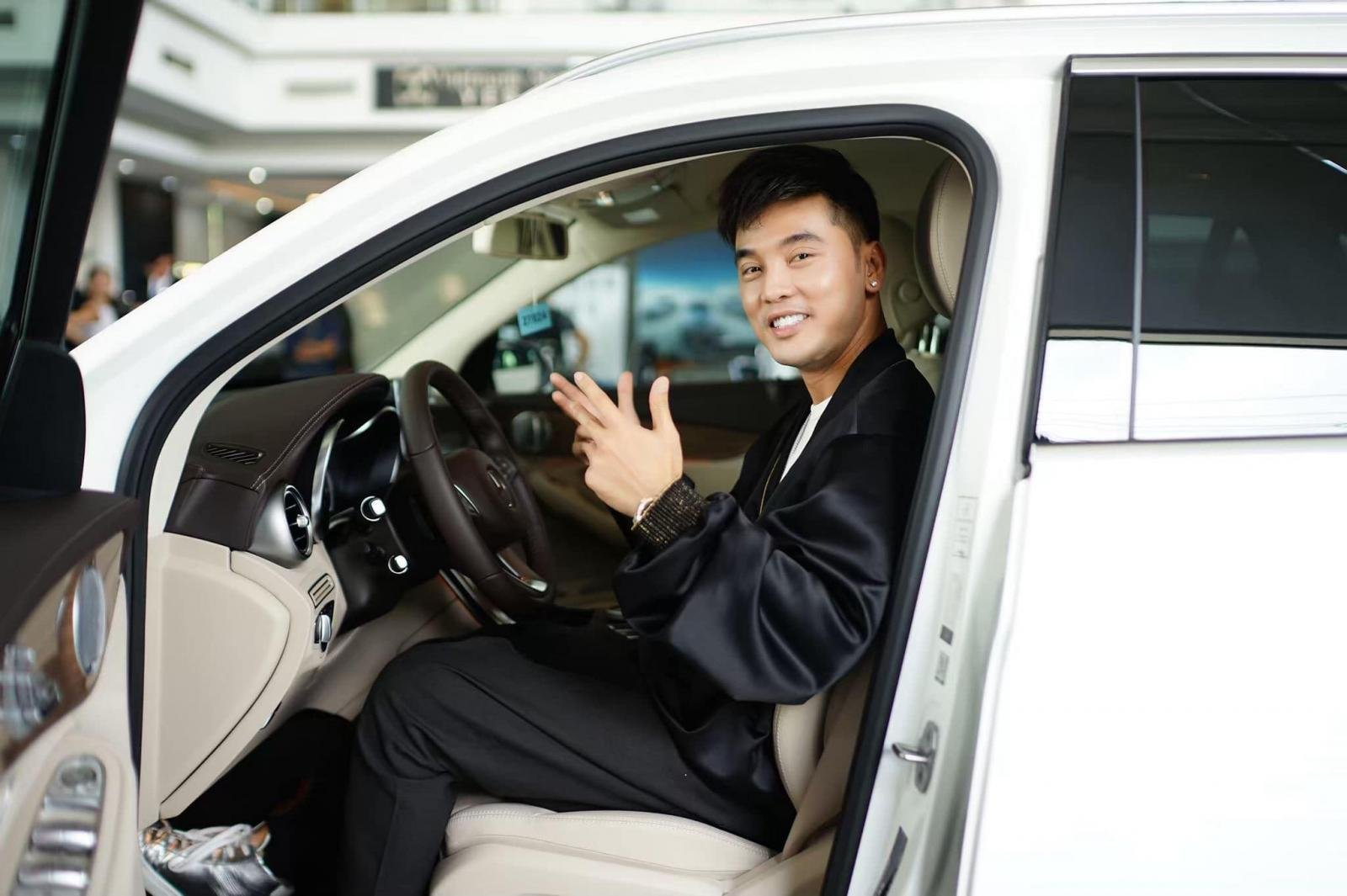 """Ưng Hoàng Phúc tậu Mercedes-Benz GLC 250 4Matic """"nịnh vợ"""" a3"""