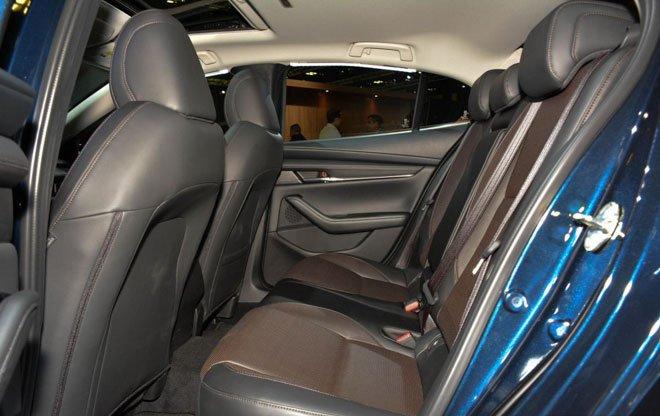 Cabin rộng rãi là ưu điểm của Mazda 3 2019