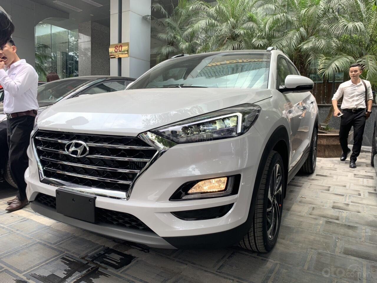 Bán Hyundai Tucson Facelift đời 2019, màu trắng-0