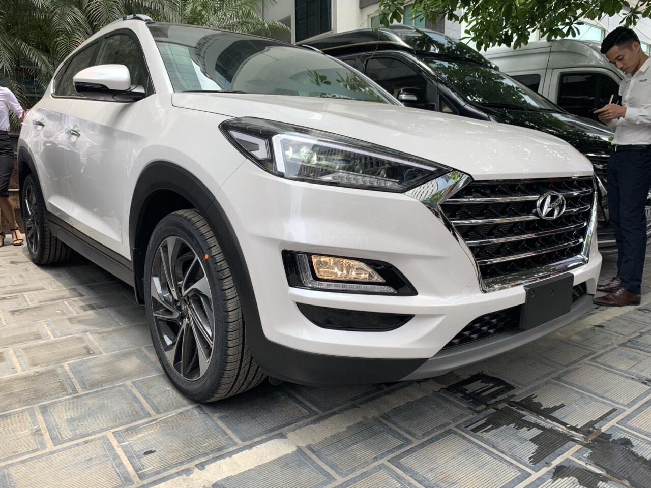 Bán Hyundai Tucson Facelift đời 2019, màu trắng-6