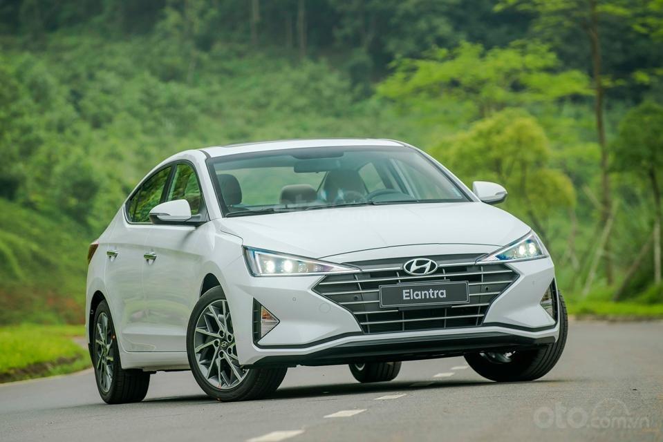 Hyundai Đà Nẵng bán Hyundai Elantra đời 2019 facelift, màu trắng, nhập khẩu CKD (1)