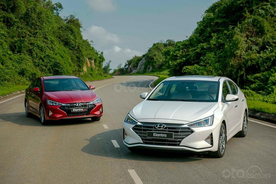 Hyundai Đà Nẵng bán Hyundai Elantra đời 2019 facelift, màu trắng, nhập khẩu CKD (5)