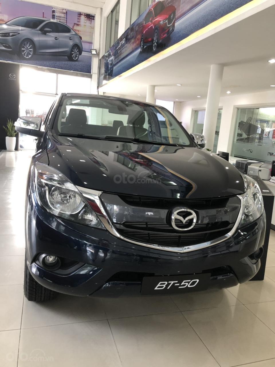 Cần bán Mazda BT 50, màu xanh đen, khuyến mãi lớn - liên hệ: 0906.612.900-0