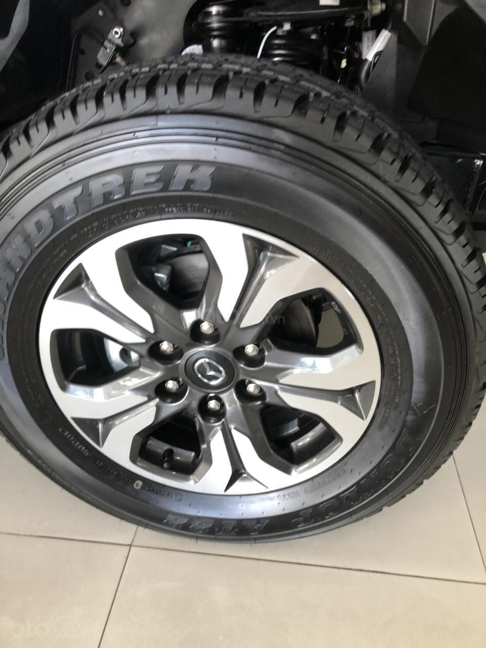 Cần bán Mazda BT 50, màu xanh đen, khuyến mãi lớn - liên hệ: 0906.612.900-4