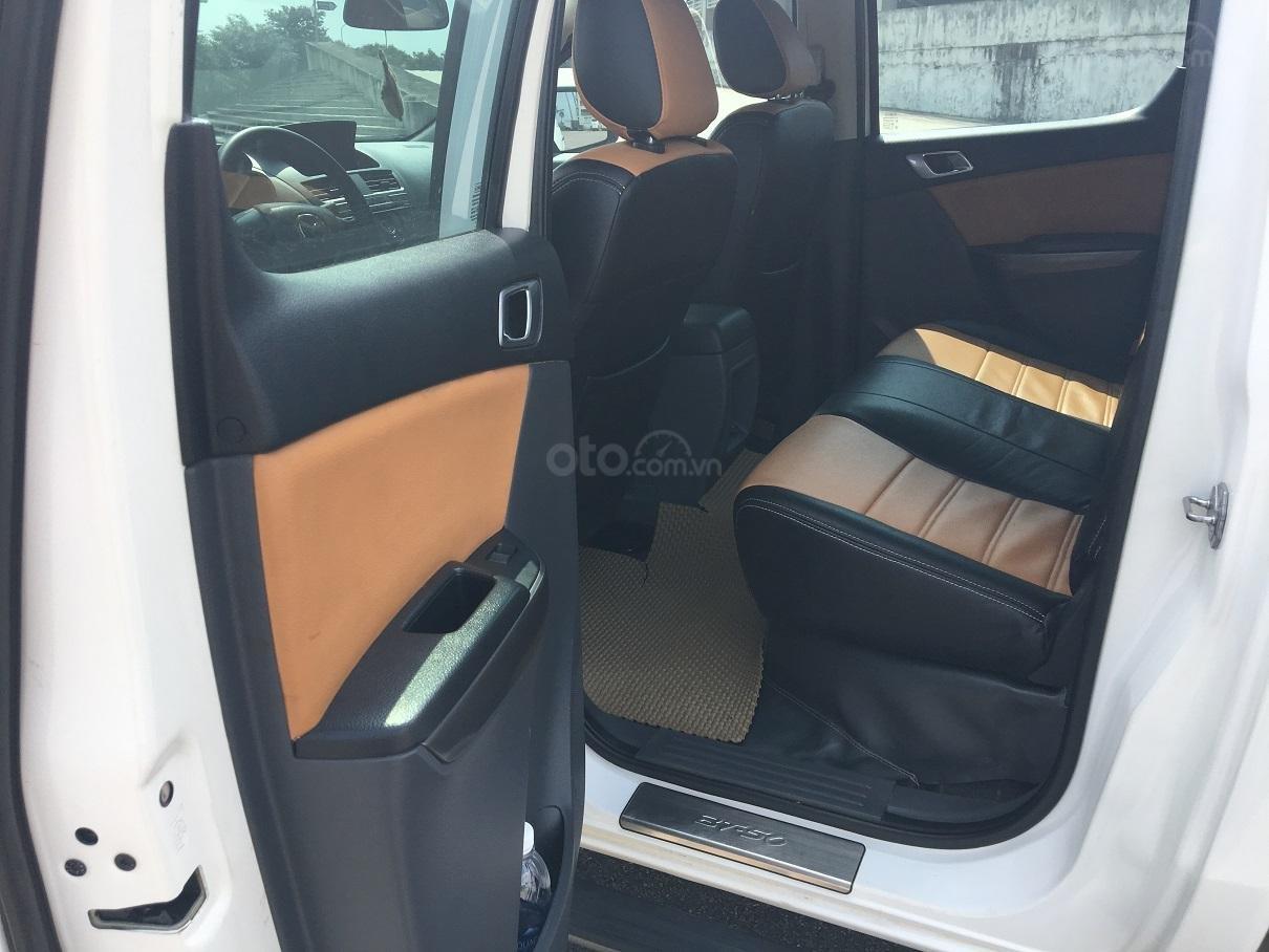 Bán xe Mazda BT 50 2.2L 4X4 MT sản xuất năm 2016, màu trắng, xe nhập-6