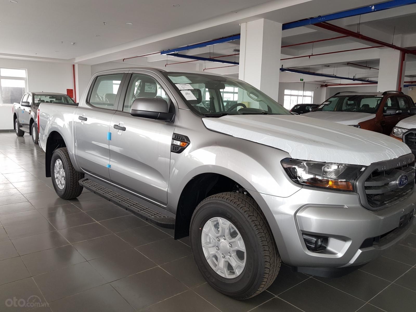 Bán Ford Ranger Ranger XLS AT đời 2019, đủ màu, giao xe tháng 10/2019 nhập khẩu nguyên chiếc, giá tốt (2)