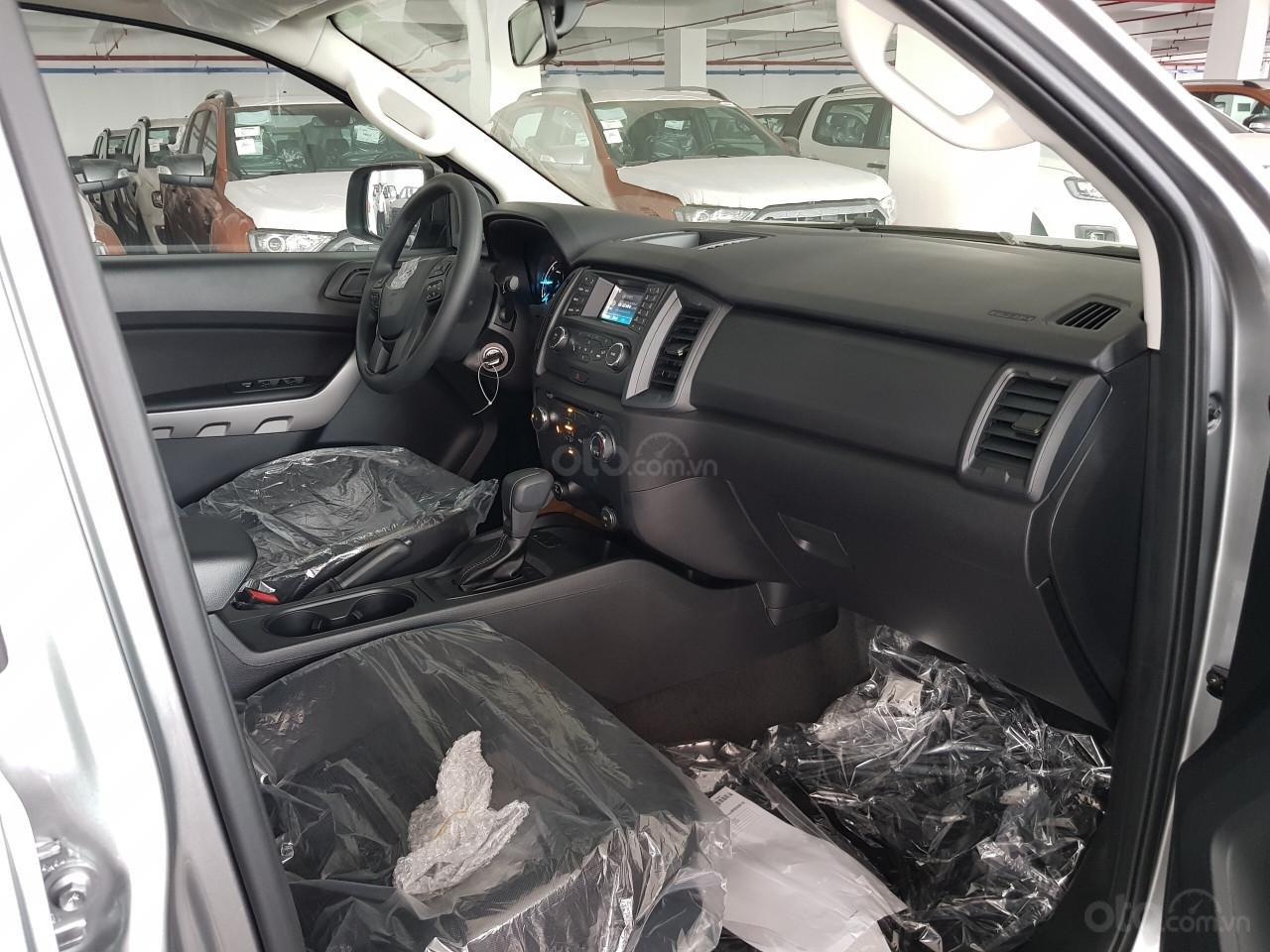Bán Ford Ranger Ranger XLS AT đời 2019, đủ màu, giao xe tháng 10/2019 nhập khẩu nguyên chiếc, giá tốt (4)