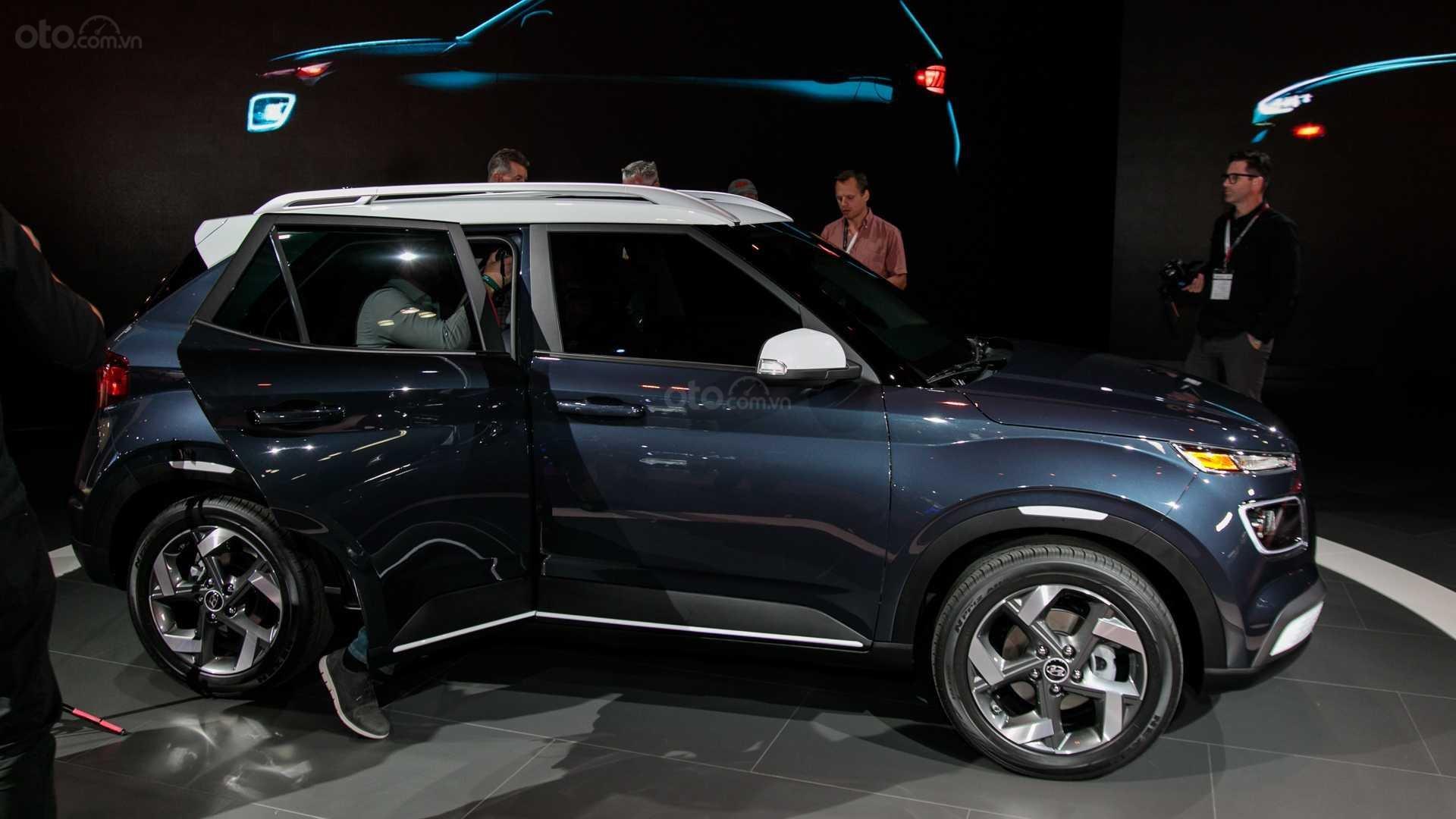 Đánh giá Hyundai Venue 2020 - góc thân xe 2