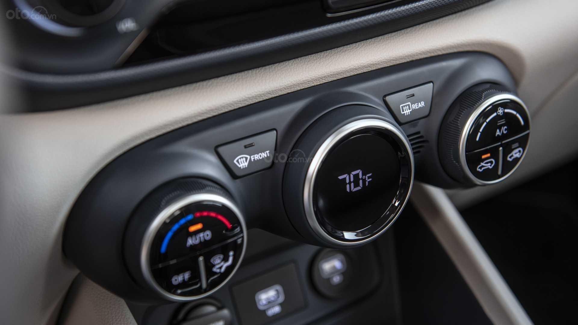 Đánh giá xe Hyundai Venue 2020 - núm điều khiển chức năng
