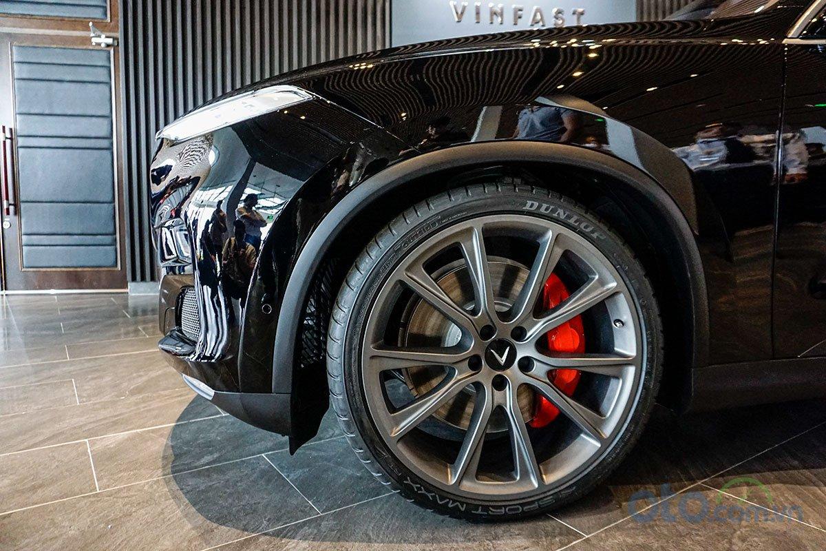 VinFast LUX V8: Chiếc SUV nhanh nhất phân khúc 3.