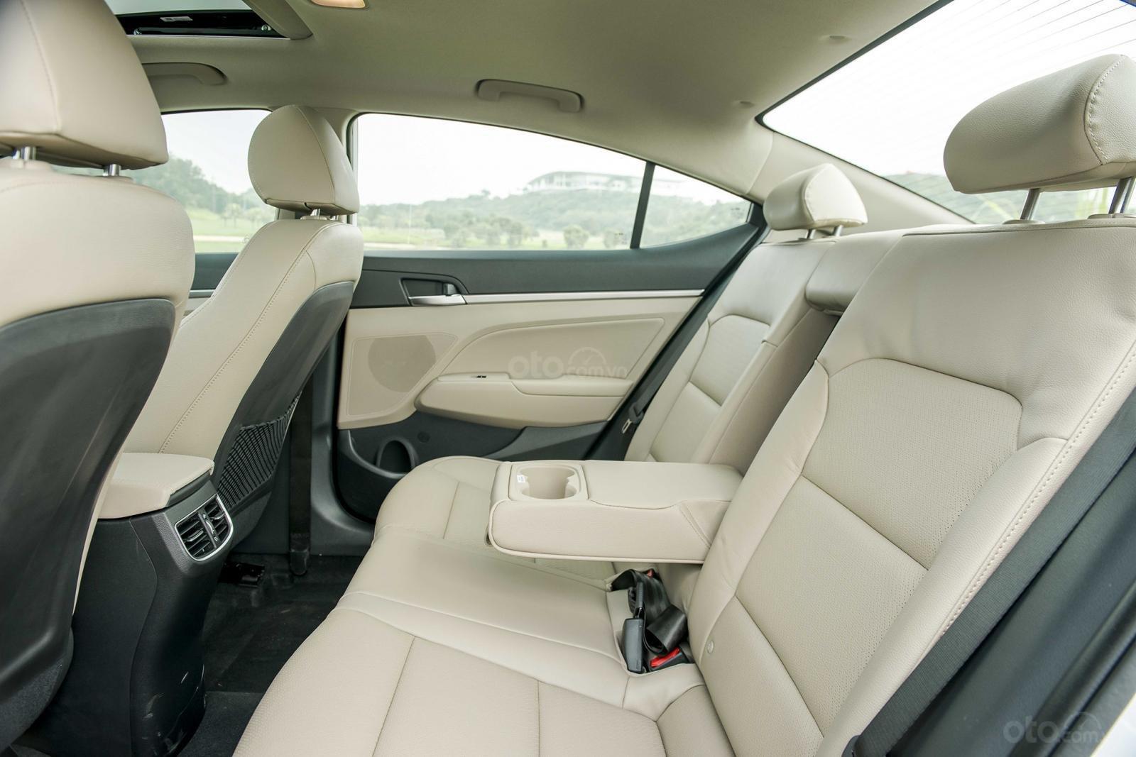Hàng ghế sau Hyundai Elantra 2.0 2019...