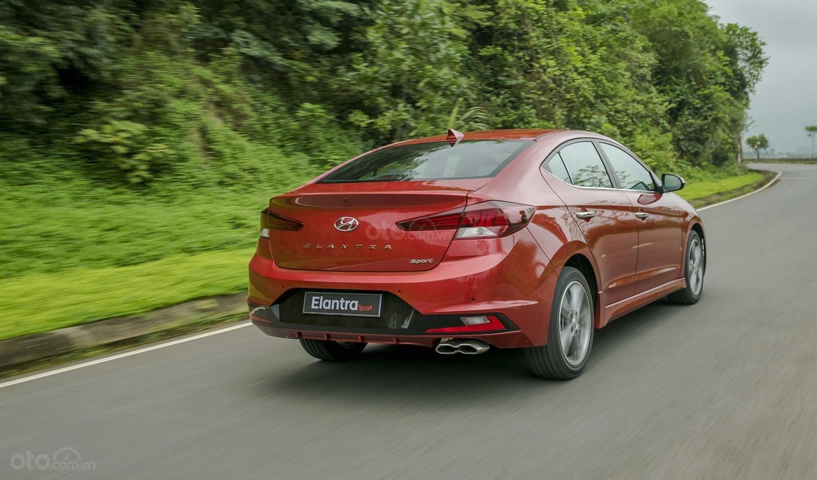 Đuôi xe Hyundai Elantra Sport 2019...