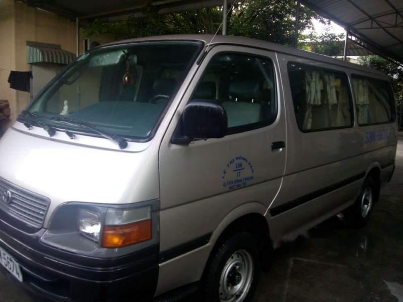 Cần bán Toyota Hiace sản xuất 2002, xe gia đình-0