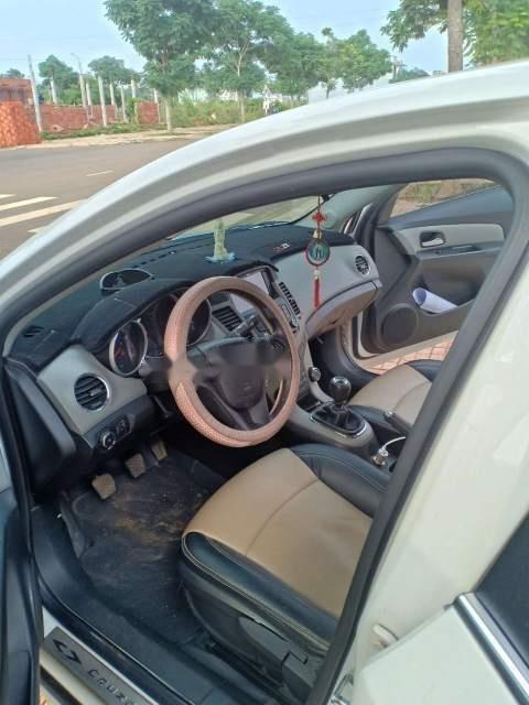 Bán Chevrolet Cruze đời 2015, màu trắng, chính chủ -1