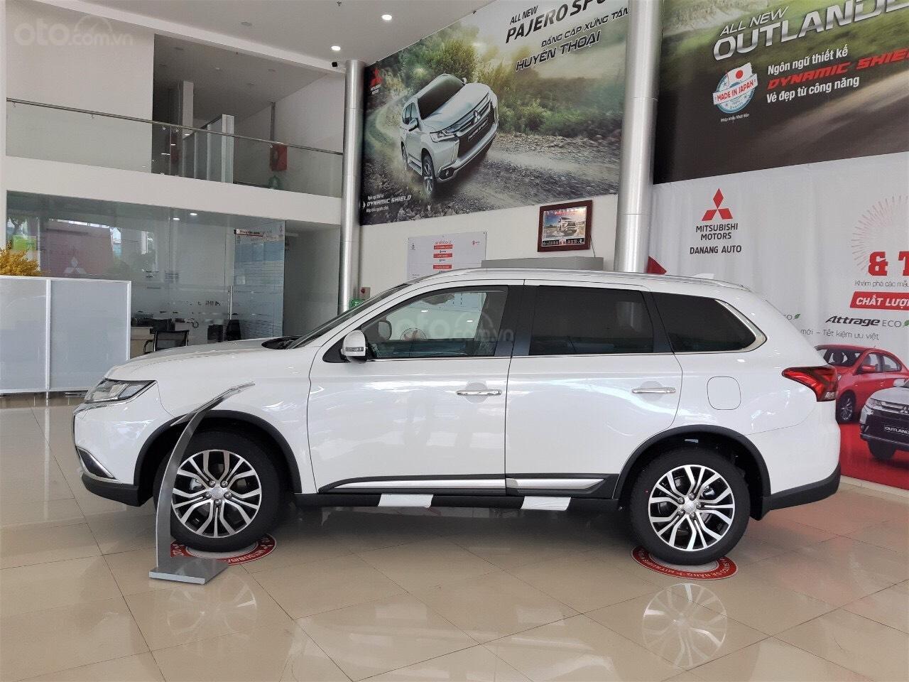 """""""Hot"""" bán xe Mitsubishi Outlander 2019, 7 chỗ, tiết kiệm, trả góp 80%, liên hệ: 0935.782.728 để nhận nhiều ưu đãi (3)"""