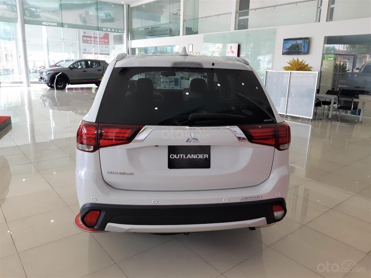 """""""Hot"""" bán xe Mitsubishi Outlander 2019, 7 chỗ, tiết kiệm, trả góp 80%, liên hệ: 0935.782.728 để nhận nhiều ưu đãi (4)"""