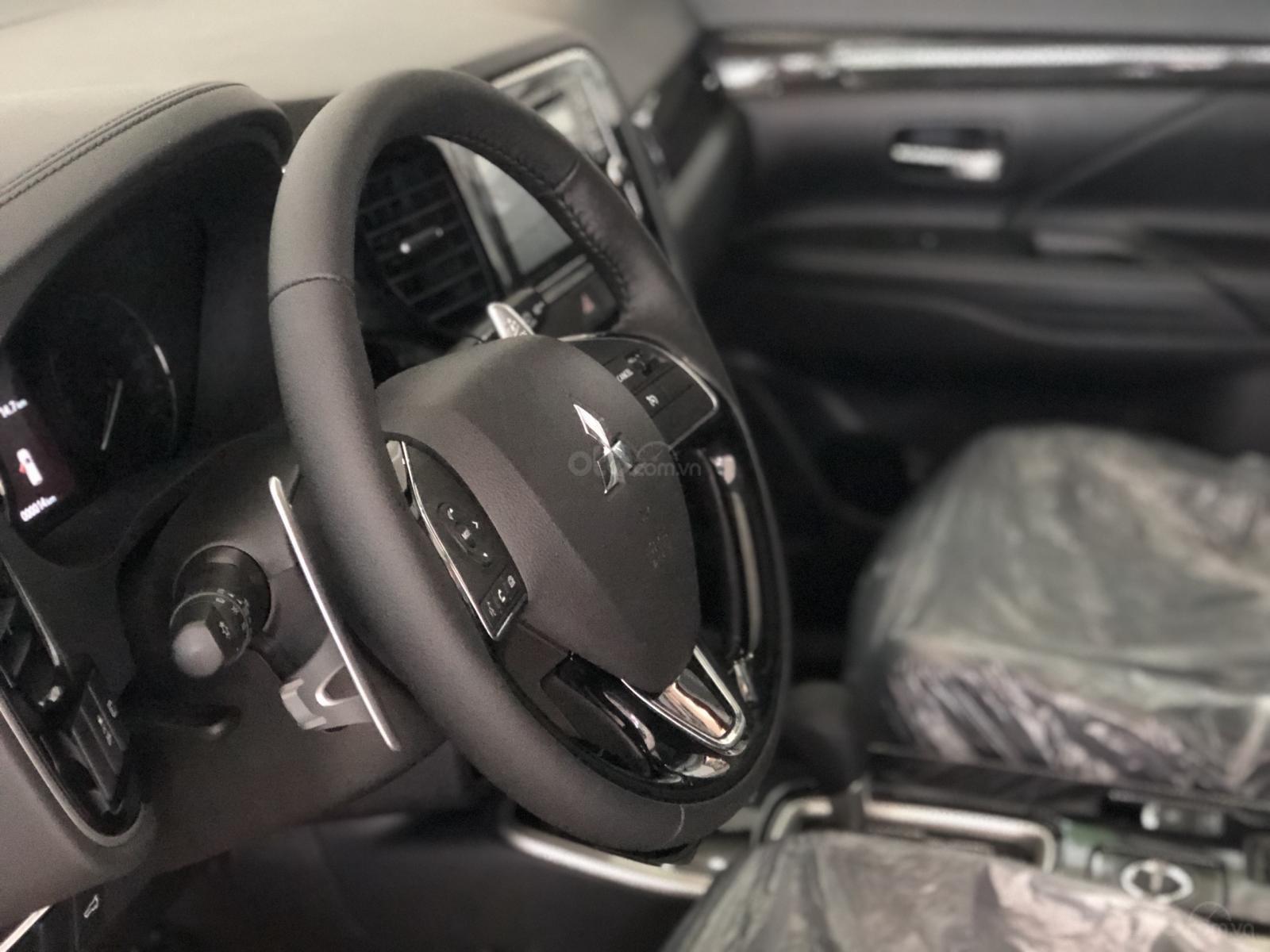 """""""Hot"""" bán xe Mitsubishi Outlander 2019, 7 chỗ, tiết kiệm, trả góp 80%, liên hệ: 0935.782.728 để nhận nhiều ưu đãi (6)"""