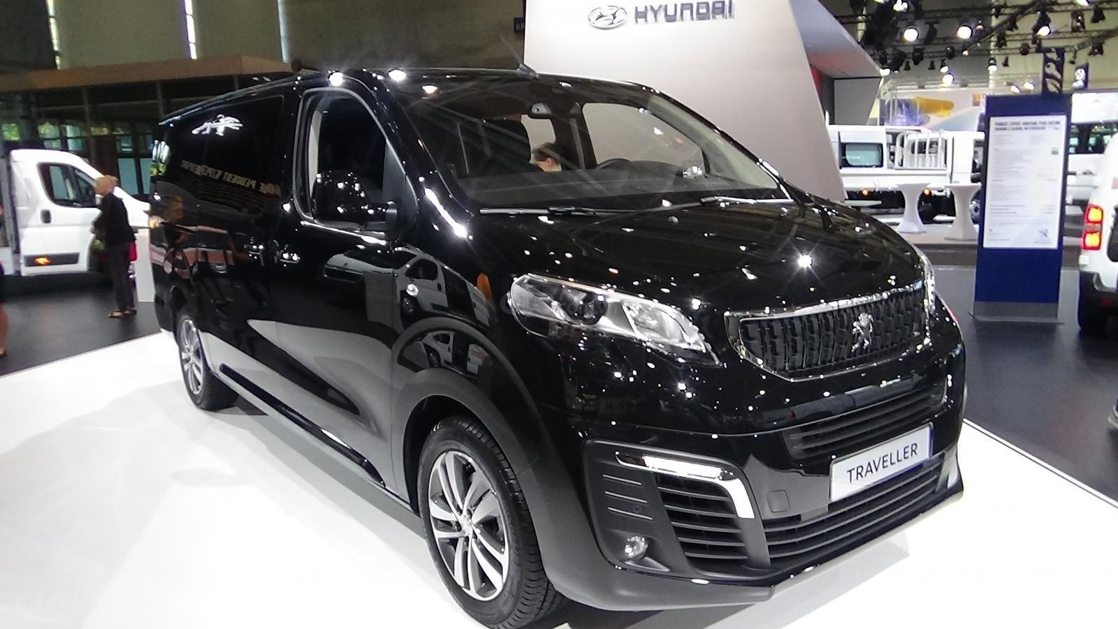 Bán Peugeot Traveller Luxury 2019 giá tốt, nhiều khuyến mãi hấp dẫn (4)