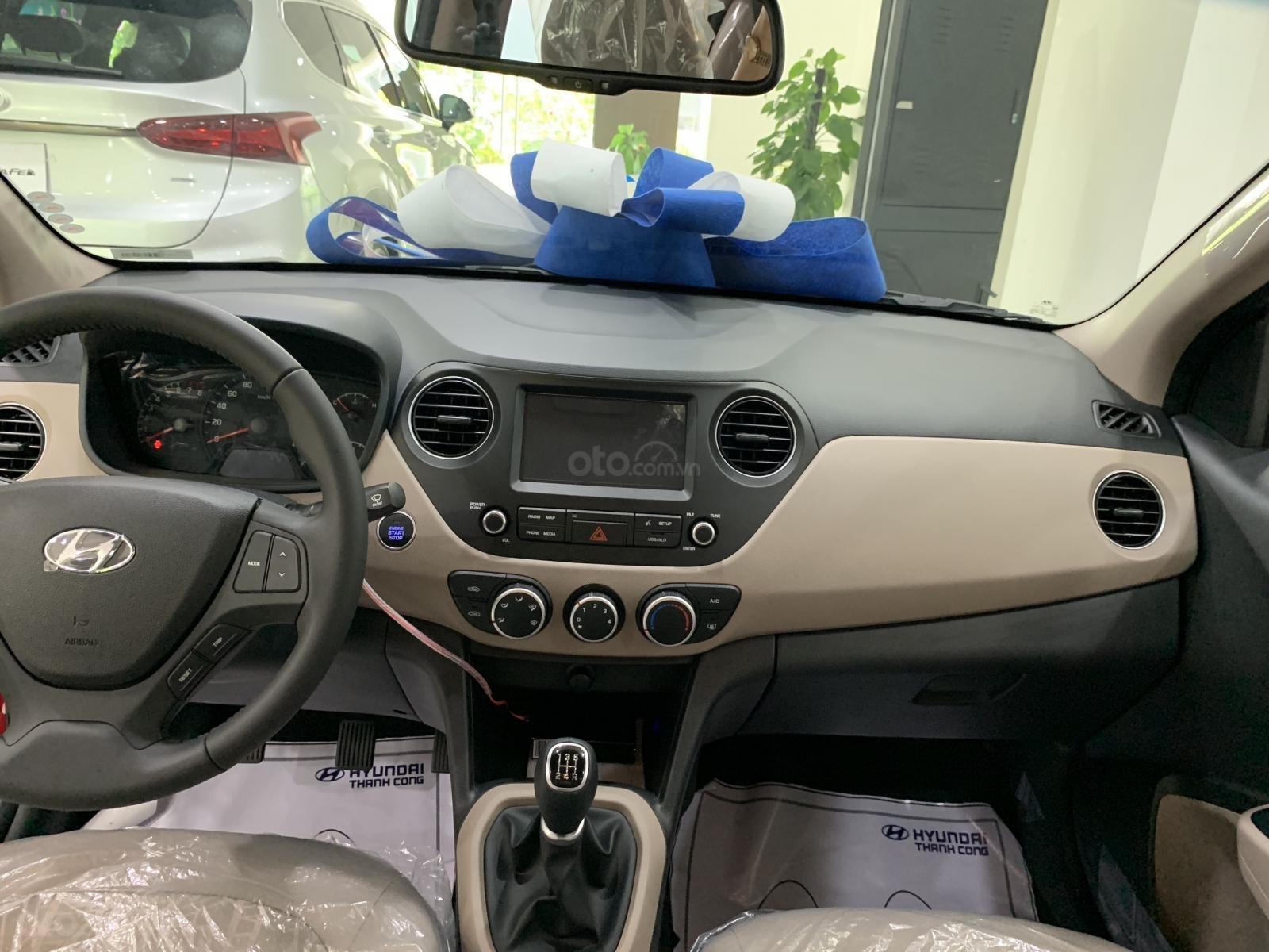 Hyundai Grand i10 sedan MT đỏ nhận xe ngay chỉ với 130tr, hỗ trợ đăng ký Grab, tặng bộ PK cao cấp, hỗ trợ vay trả góp (6)