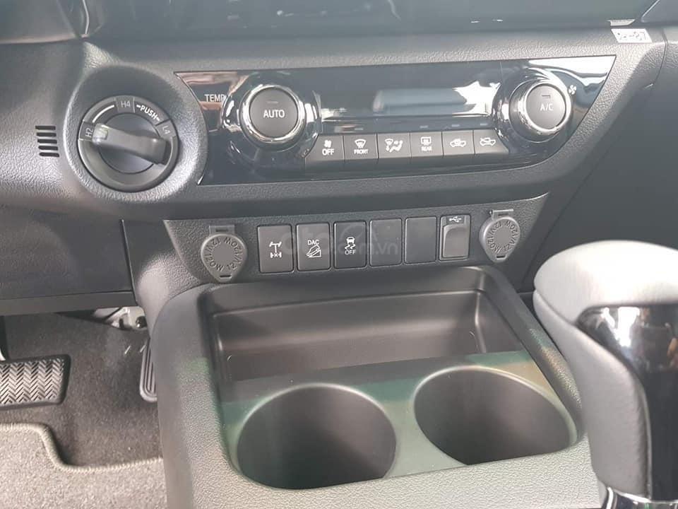 Toyota Hilux bán tải 2019 nhập khẩu Thái, khuyến mãi giảm tiền mặt + Phụ kiện, đủ màu, giao ngay. Liên hệ 0919970001-2
