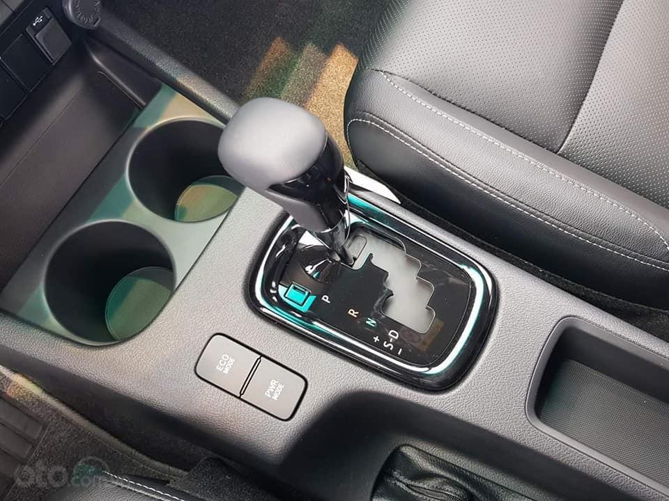 Toyota Hilux bán tải 2019 nhập khẩu Thái, khuyến mãi giảm tiền mặt + Phụ kiện, đủ màu, giao ngay. Liên hệ 0919970001-3