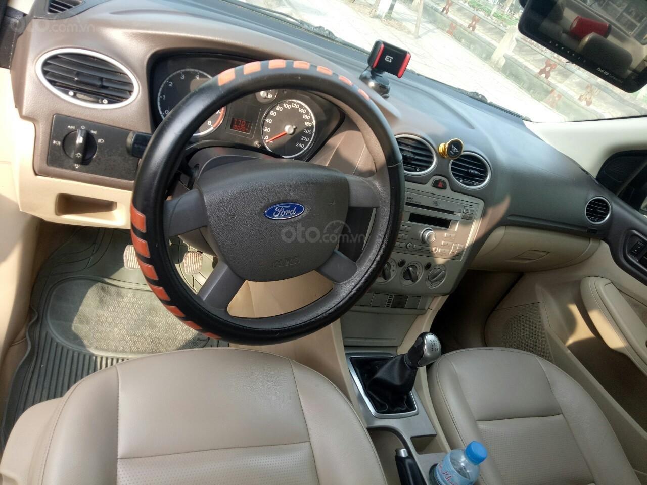Cần vốn làm ăn cần bán gấp đi Ford Focus 2010, xe gia đình-7