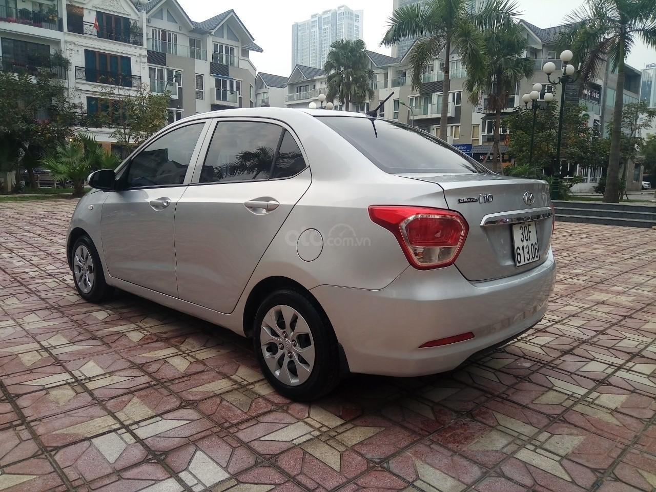 Cần bán Hyundai Grand i10 đời 2015, màu bạc, xe nhập, giá 320tr-0