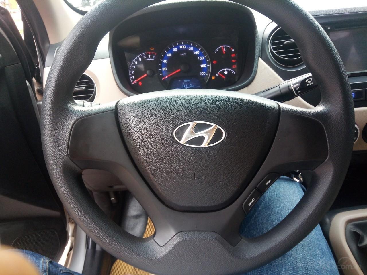 Cần bán Hyundai Grand i10 đời 2015, màu bạc, xe nhập, giá 320tr-1
