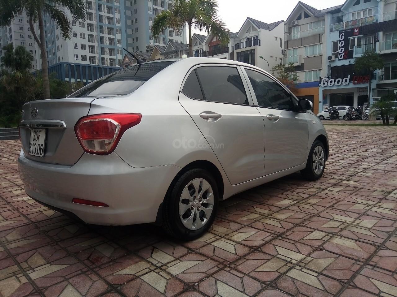 Cần bán Hyundai Grand i10 đời 2015, màu bạc, xe nhập, giá 320tr-5