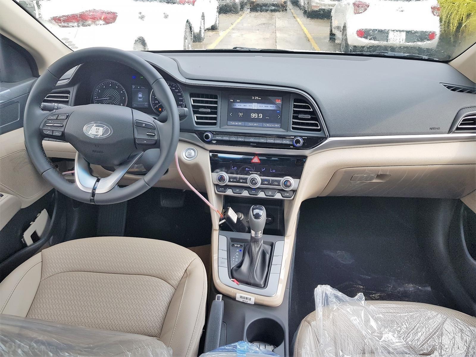 Hyundai Elantra Facelift 2019, có sẵn giao ngay, nhận ưu đãi trong 24h, LH: 0971626238 (7)