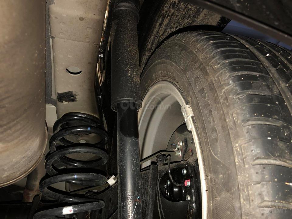 Tiếp đến xe bị phản ánh chảy dầu phuộc sau