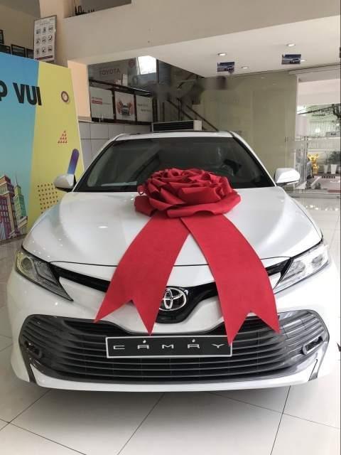 Bán Toyota Camry năm sản xuất 2019, màu trắng, nhập khẩu Thái-0