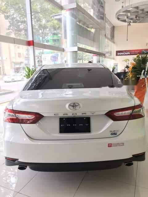 Bán Toyota Camry năm sản xuất 2019, màu trắng, nhập khẩu Thái-1