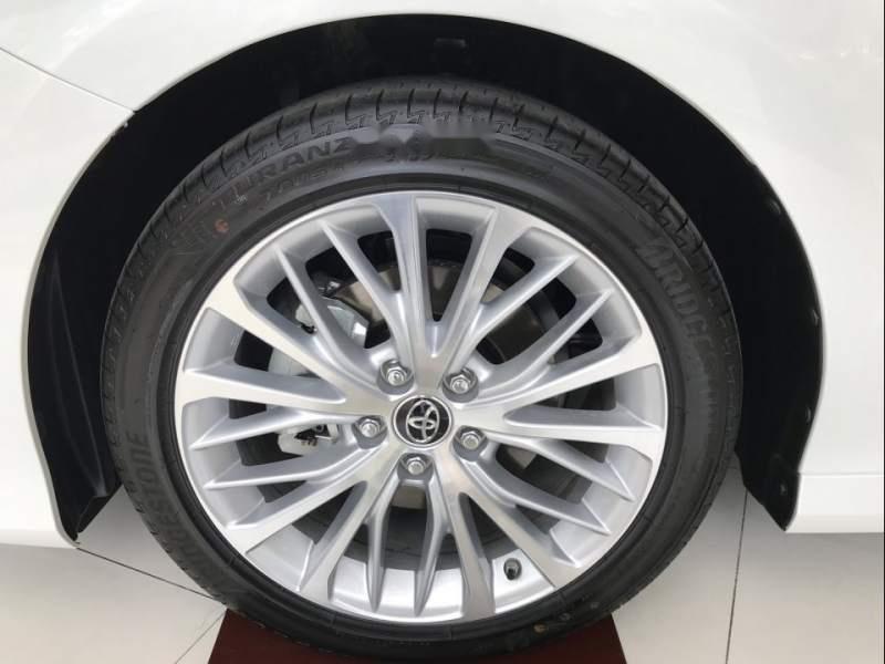 Bán Toyota Camry năm sản xuất 2019, màu trắng, nhập khẩu Thái-5