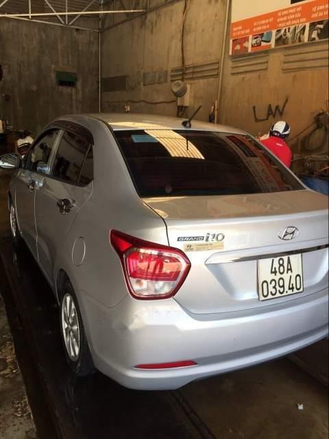 Bán xe Hyundai Grand i10 đời 2015, màu bạc xe gia đình-0