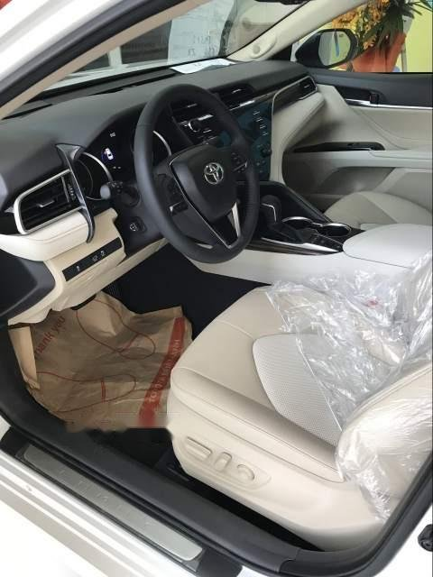 Bán Toyota Camry năm sản xuất 2019, màu trắng, nhập khẩu Thái-2