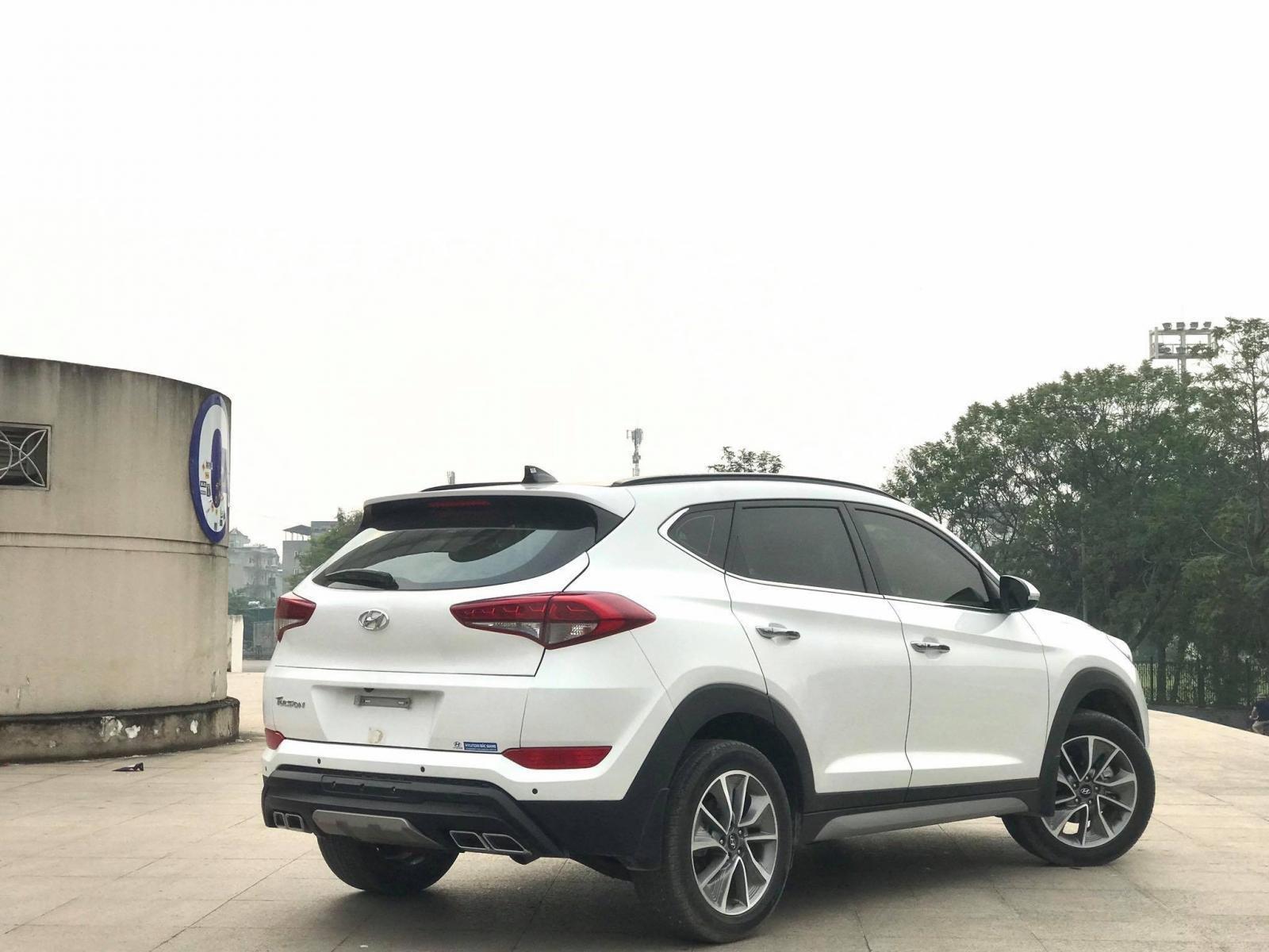 Cần bán Hyundai Tucson 2.0 ĐB sản xuất 2017, màu trắng-3