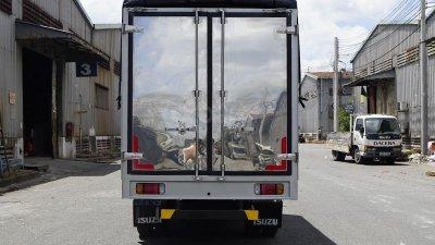 Bán xe tải Isuzu 2,5 tấn thùng bạt 3m6 đời 2019-2