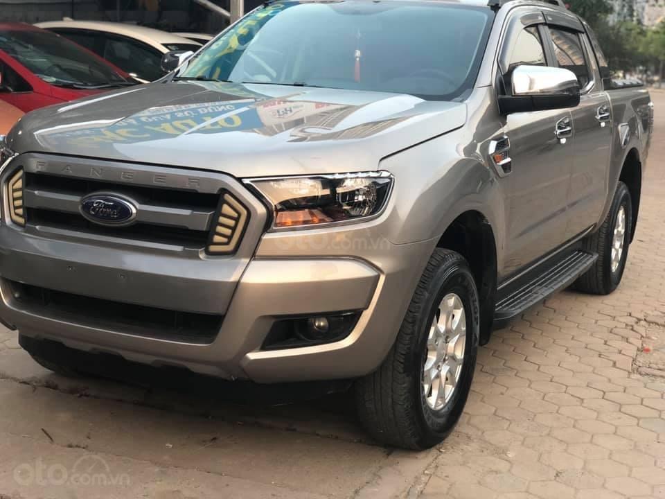 Bán xe Ford Ranger XLS AT, đăng kí tháng 3/2017, xe nhập, vàng cát-1