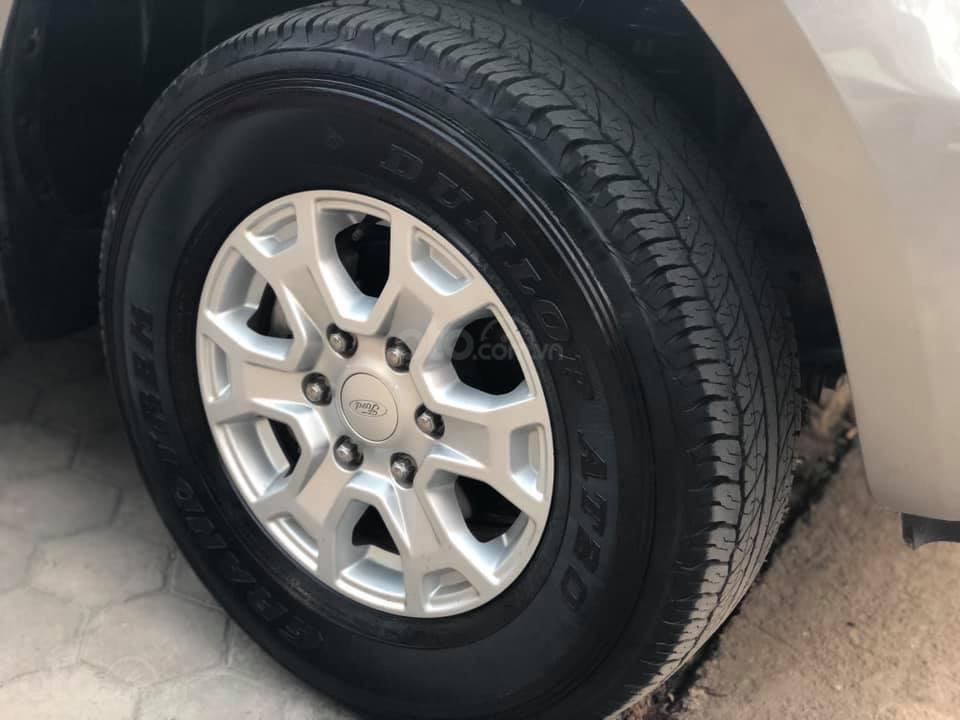 Bán xe Ford Ranger XLS AT, đăng kí tháng 3/2017, xe nhập, vàng cát-3