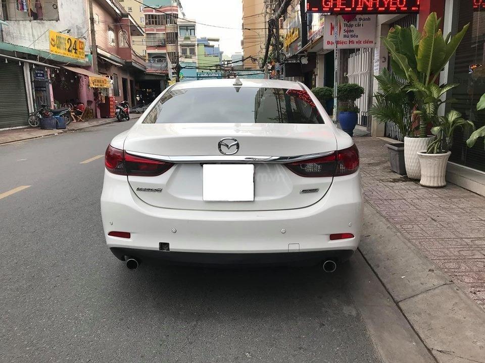 Gia đình cần bán Mazda 6 sản xuất 2016, số tự động, bản 2.0, màu trắng-3