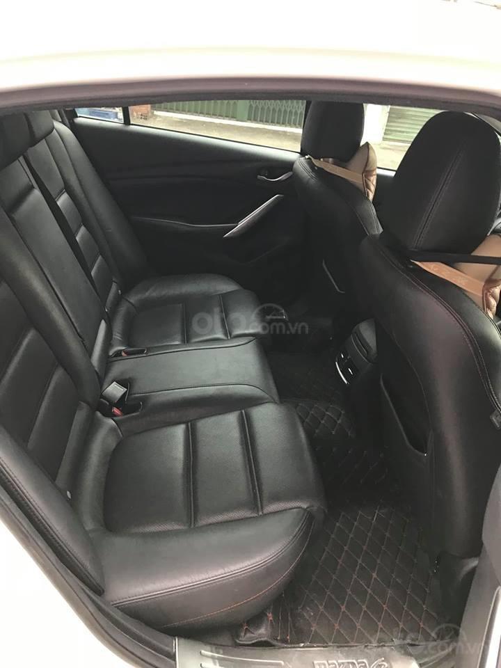 Gia đình cần bán Mazda 6 sản xuất 2016, số tự động, bản 2.0, màu trắng-4