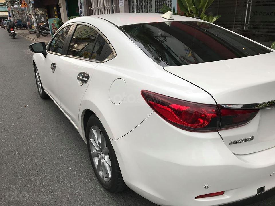 Gia đình cần bán Mazda 6 sản xuất 2016, số tự động, bản 2.0, màu trắng-1