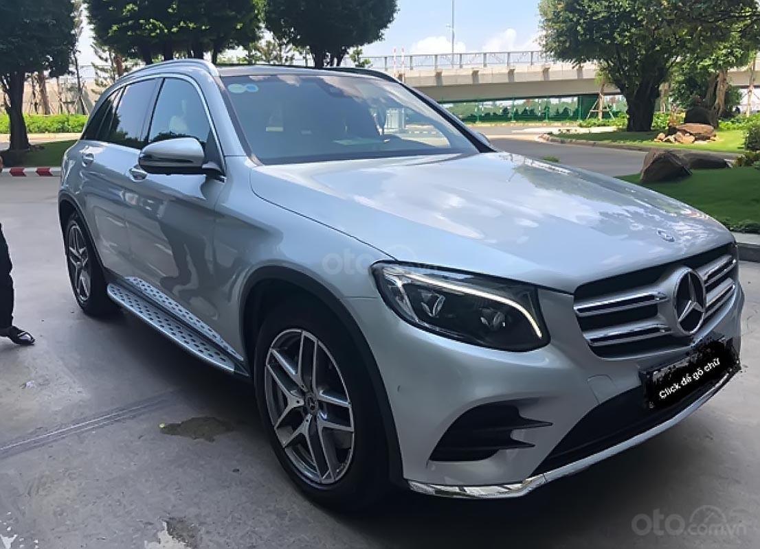 Bán Mercedes GLC 300 sản xuất năm 2017, màu bạc (3)