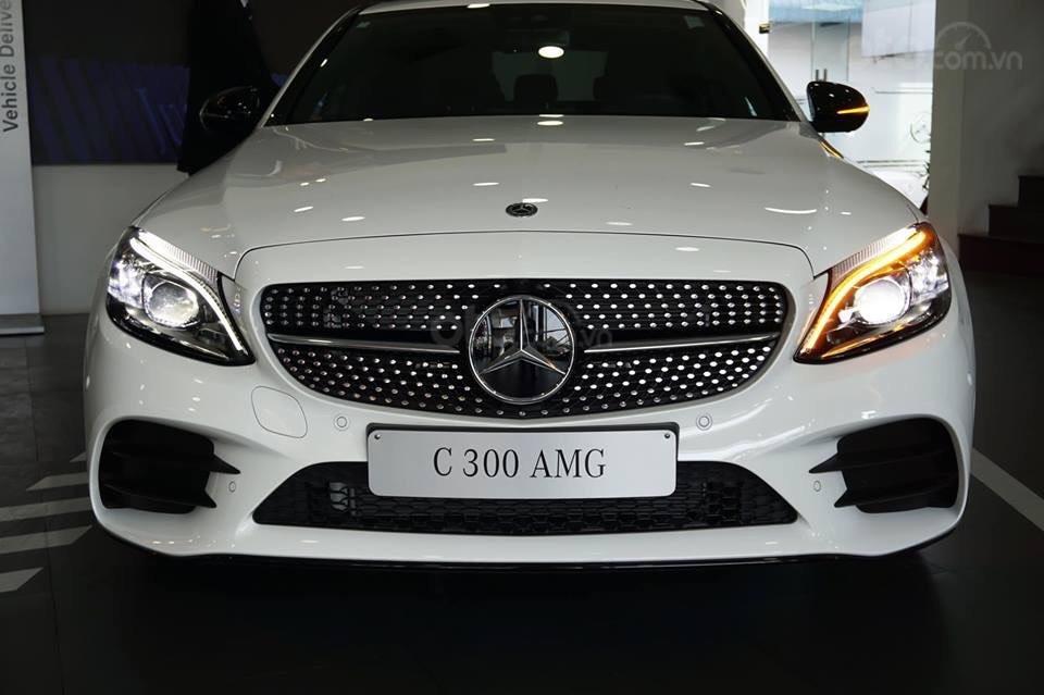Giá xe Mercedes C300 AMG 2019: Thông số, giá lăn bánh (11/2019) giảm tiền mặt, tặng bảo hiểm và phụ kiện chính hãng (1)