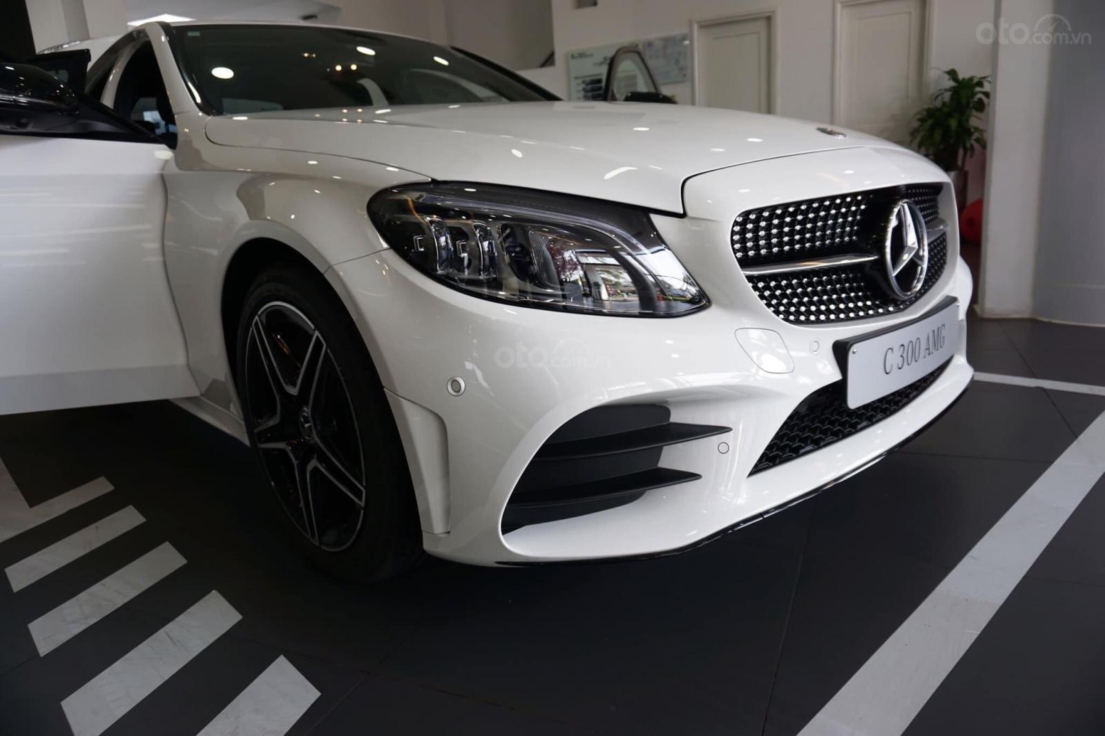 Giá xe Mercedes C300 AMG 2019: Thông số, giá lăn bánh (11/2019) giảm tiền mặt, tặng bảo hiểm và phụ kiện chính hãng (3)