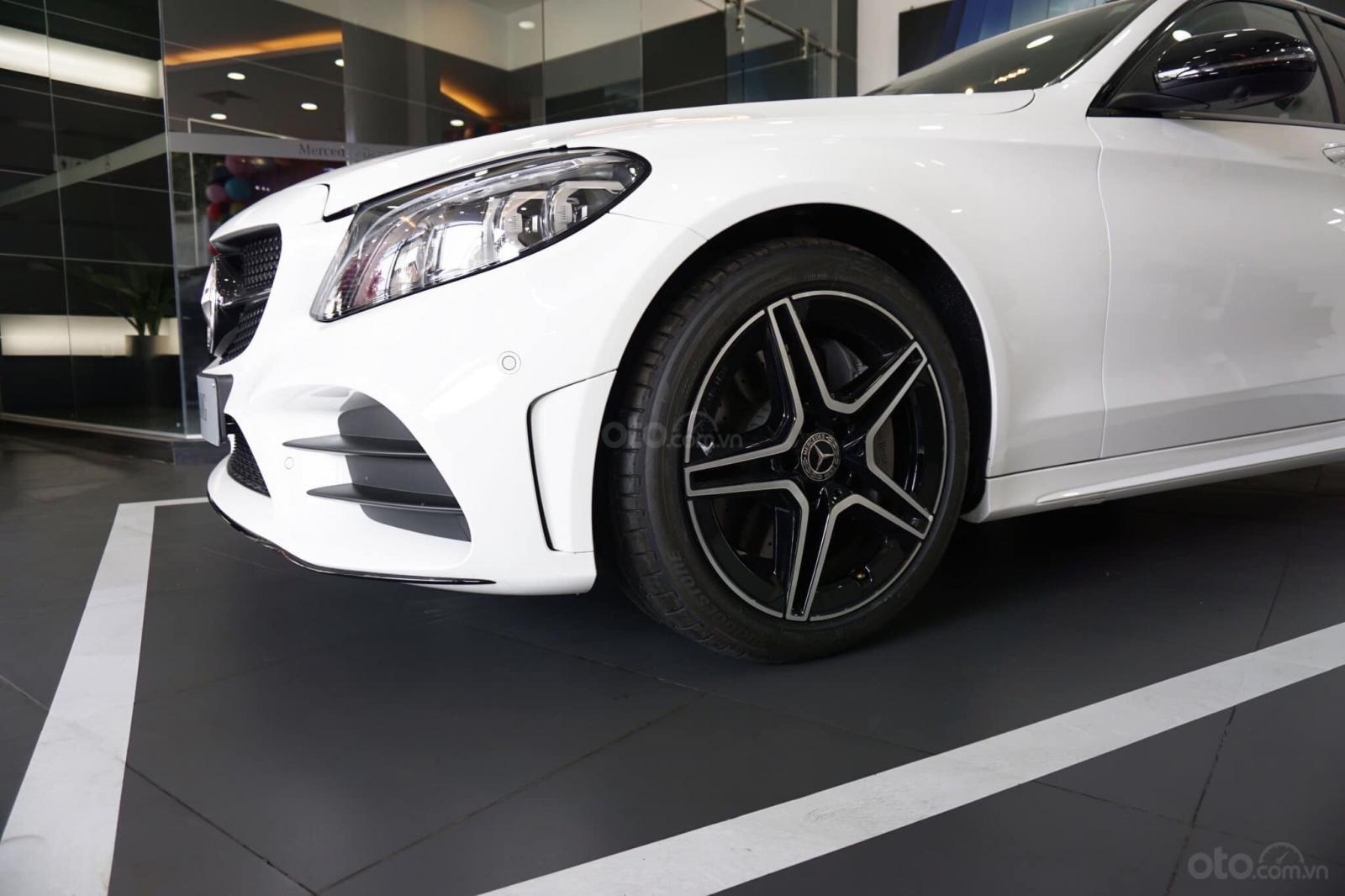 Giá xe Mercedes C300 AMG 2019: Thông số, giá lăn bánh (11/2019) giảm tiền mặt, tặng bảo hiểm và phụ kiện chính hãng (4)