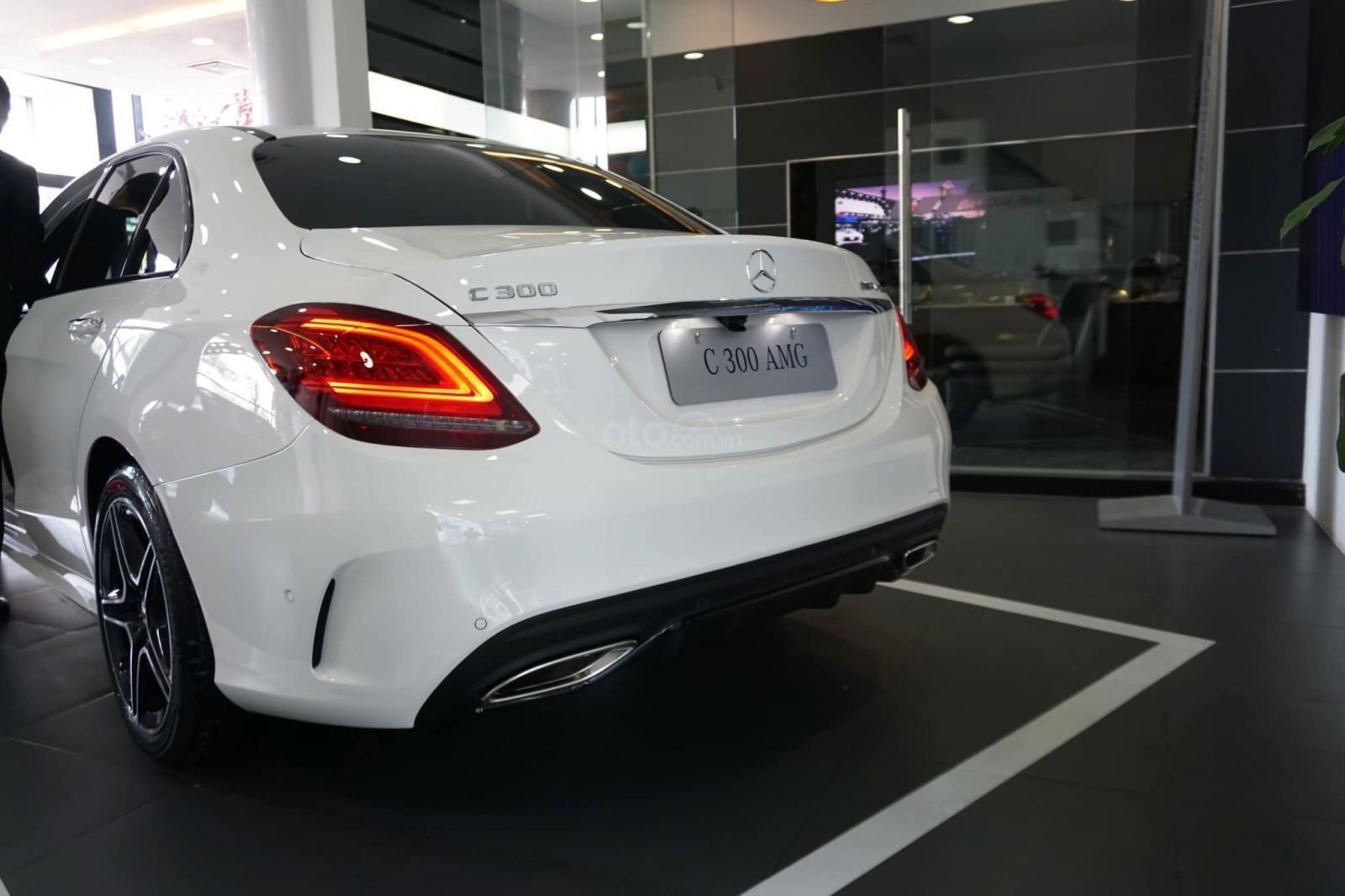 Giá xe Mercedes C300 AMG 2019: Thông số, giá lăn bánh (11/2019) giảm tiền mặt, tặng bảo hiểm và phụ kiện chính hãng (5)