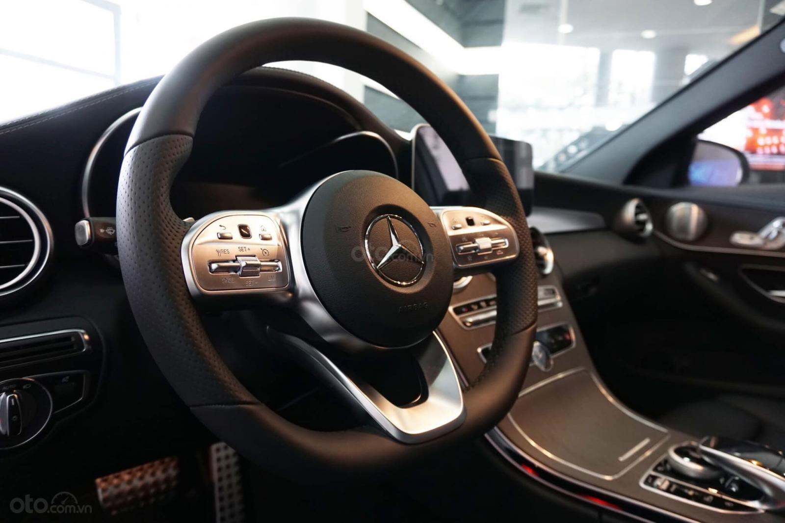 Giá xe Mercedes C300 AMG 2019: Thông số, giá lăn bánh (11/2019) giảm tiền mặt, tặng bảo hiểm và phụ kiện chính hãng (8)