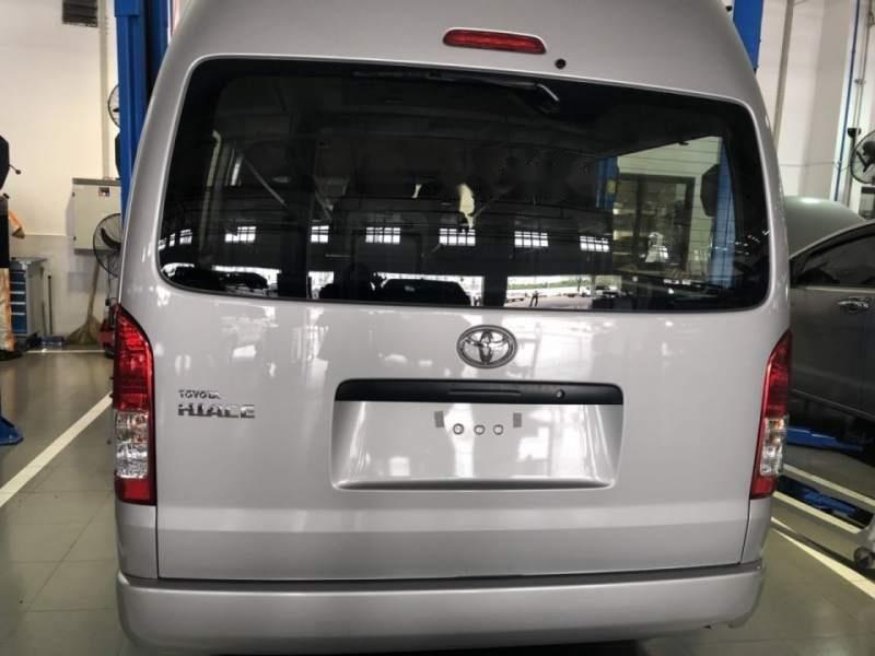 Bán xe Toyota Hiace năm sản xuất 2019, màu bạc, nhập khẩu nguyên chiếc, giá chỉ 819 triệu-1